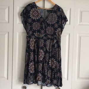 Beautiful Torrid Printed Key Hole Dress